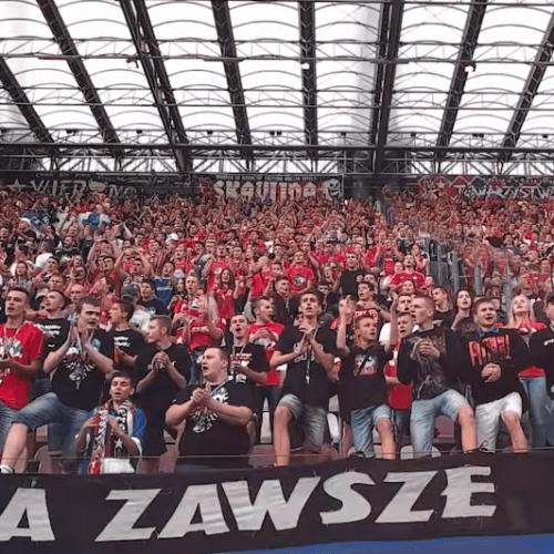 Frekwencja na meczach Ekstraklasy rośnie o 10 proc. rocznie.
